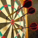 Topdarters bestrijden elkaar bij Grand Slam of Darts.