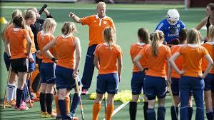 Marijne met de Oranje vrouwen