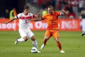 Hiddink heeft even respijt Nederland-Turkije 01