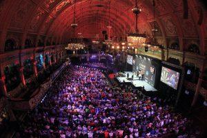 Darts World Matchplay 2015 02 zaal van Gerwen wint.