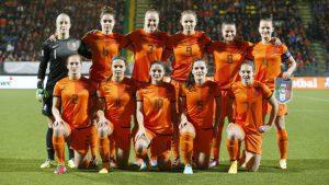 2014-11-22 00:00:00 DEN HAAG - Teamfoto van de Oranjevrouwen voorafgaand aan de play-offronde voor de WK-kwalificatie tegen Italie. ANP VINCENT JANNINK
