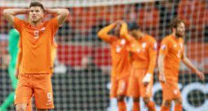 Oranje vernederd en niet naar EK 02