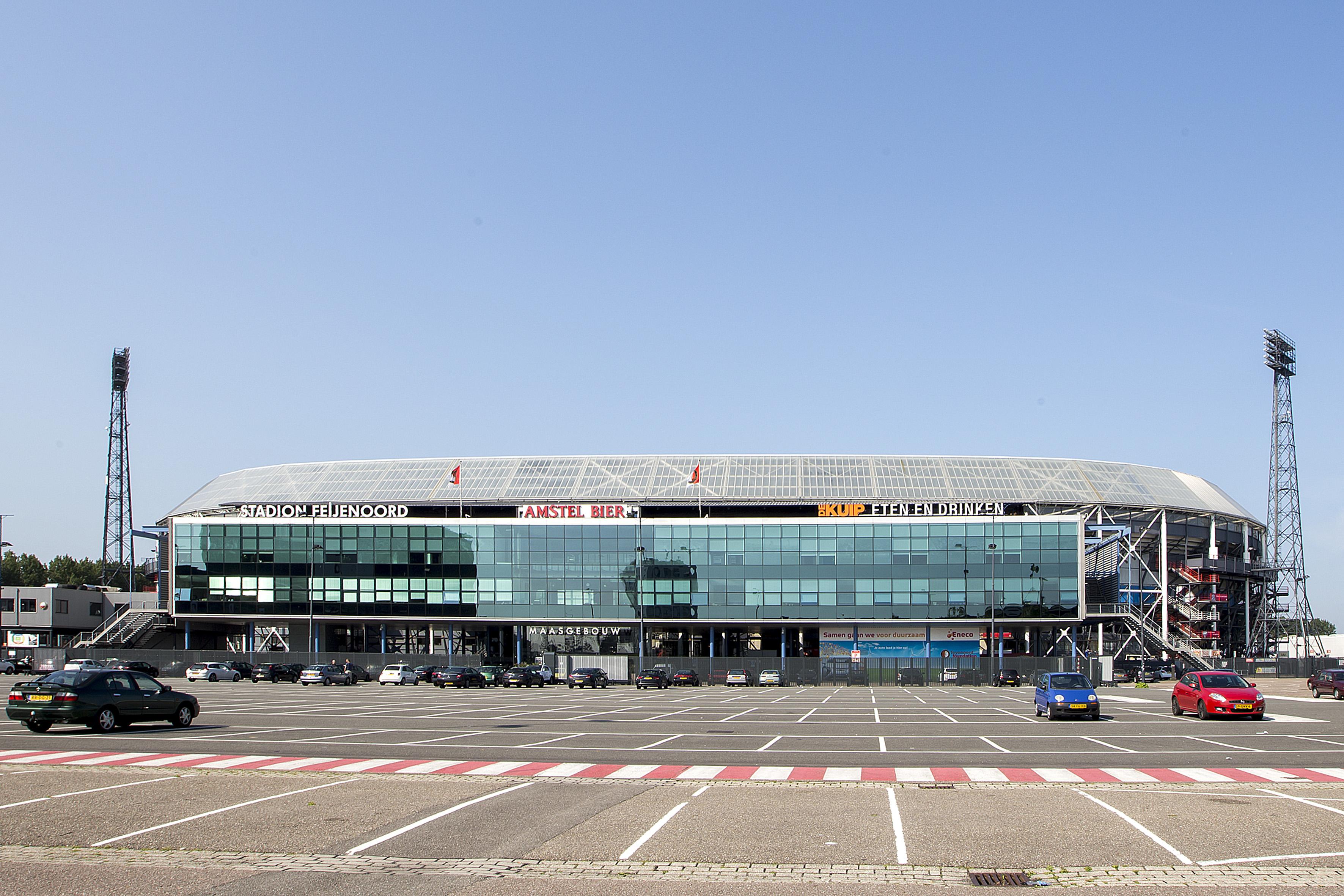 2013-07-08 10:20:07 ROTTERDAM - Feyenoord presentatie seizoen 2013 - 2014 , 08-07-2013 , De Kuip , Stadion foto met parkeer terrein en maasgebouw. ANP KAY IN T VEEN