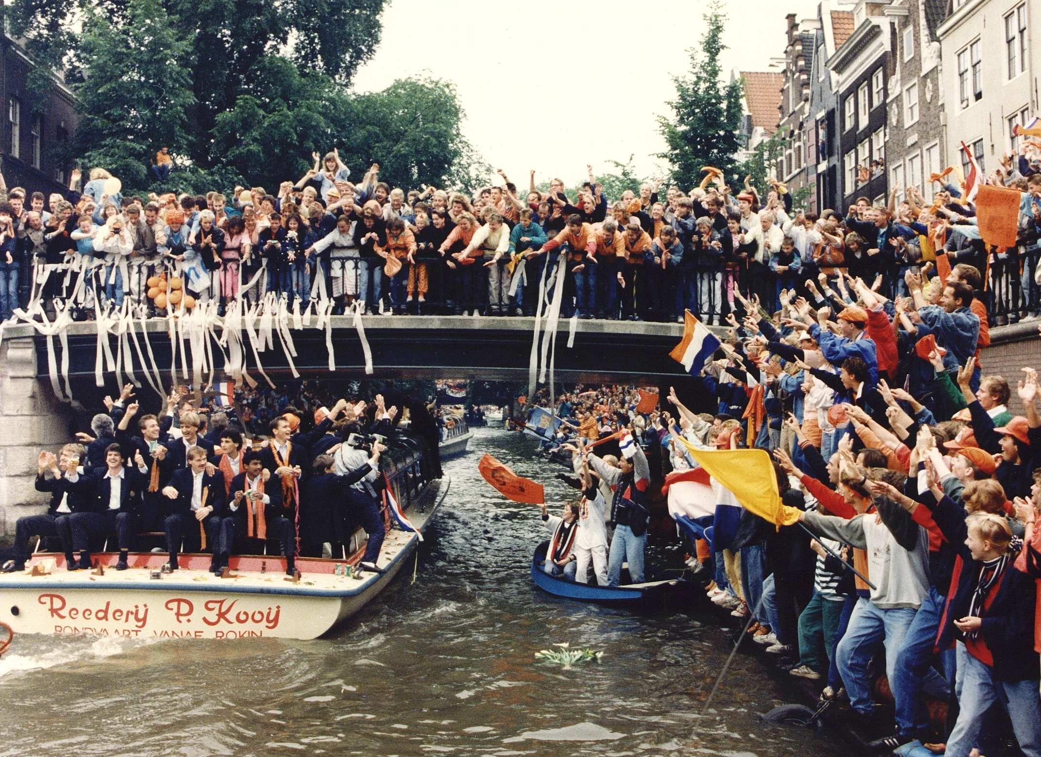 Huldiging Nederlands elftal na overwinning EK Voetbal 1988.